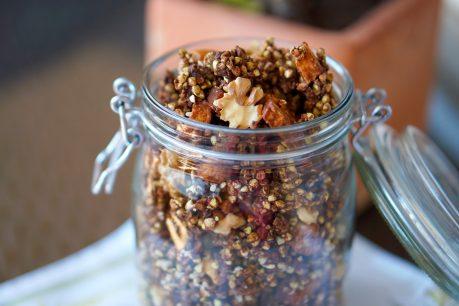Granola de trigo sarraceno germinado: prebiótica, antioxidante, sin gluten, sin azúcar y vegana.
