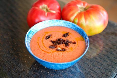 Salmorejo sin pan, vegano y saludable ALTO EN proteína + cuál es la más saludable de tomar tomate