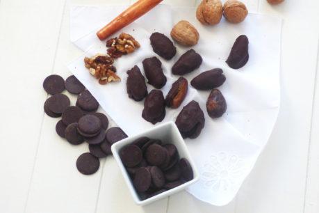 Delicias de dátiles, nueces y chocolate puro