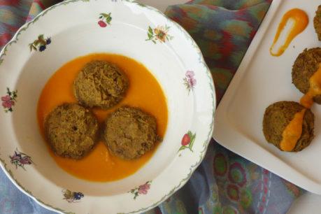 Albóndigas de lentejas en salsa de calabaza y coco